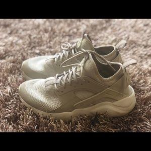 Nike Men's Air Huarache in gray